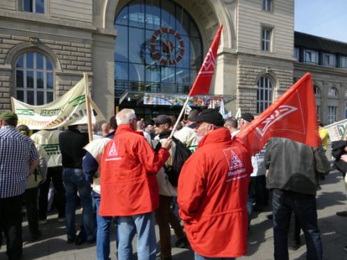 8.5. Streikkundgebung der GDL vor dem Mannheimer Hauptbahnhof mit solidarischer Unterstützung durch aktive MetallerInnen, Foto: Foto: helmut-roos@web.de