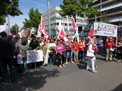 8.5. Streikkundgebung der bei ver.di organisierten ErzieherInnen auf dem Paradeplatz kurz nach der GDL-Aktion - mit GDL- KollegInnen und aktiven MetallerInnen (siehe Bild), Foto: helmut-roos@web.de