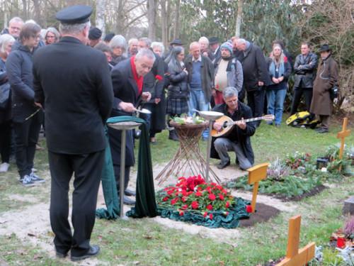 Abschied von Peter-Langos auf dem Tübinger Bergfriedhof am 23. 12. 2015, Foto: Avanti²