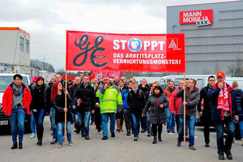 300 GE KollegInnen demonstrieren gegen Entlassungen bei XXXL, Mannheim 04.02.2016, Foto: Helmut-Roos@web.de