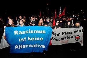 Mehrere hundert Menschen protestieren am 28. Januar gegen eine Veranstaltung der AfD. Foto: helmut-roos@web.de