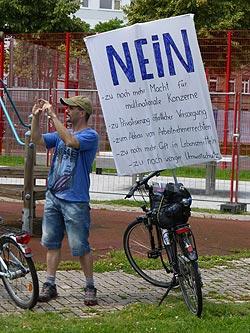 Weniger Zuspruch als erhofft fand die Demo gegen TTIP & Co. in Mannheim am 27. Juni. Dennoch eine gute und kreative Aktion. Foto: Avanti²