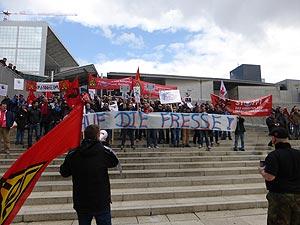 Die Wut der GE-KollegInnen aus Bexbach ist nicht zu übersehen - Internationale GE-Demo in Paris am 08. April. Foto: Avanti²