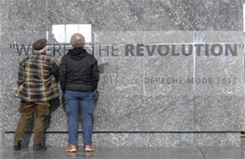 Sockel des Marx-Denkmals in Chemnitz: Nicht nur Depeche Mode ist auf der Suche nach der Revolution. Foto: Avanti²