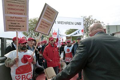 Protestaktion gegen Arbeitsplatzabbau bei Freudenberg in Weinheim, 27. April 2017. Foto: Avanti².