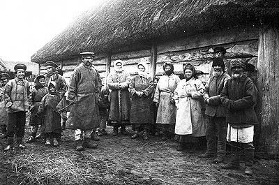 Russische Bauern in Kopyle bei Kolki ca. 1916. Foto: Austrian National Library; Public Domain.