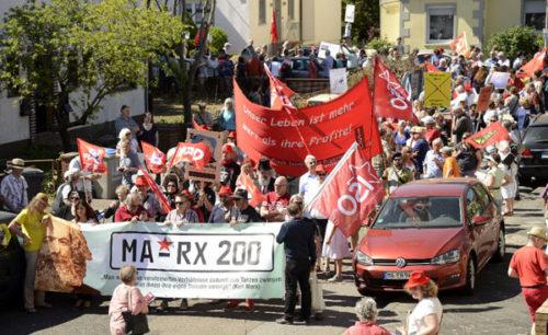 Demozug im Almenhof (Foto: Helmut-roos@web.de)