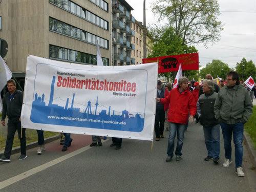 UnterstützerInnen des Überbetrieblichen Solikomitees. (Foto: Avanti².)