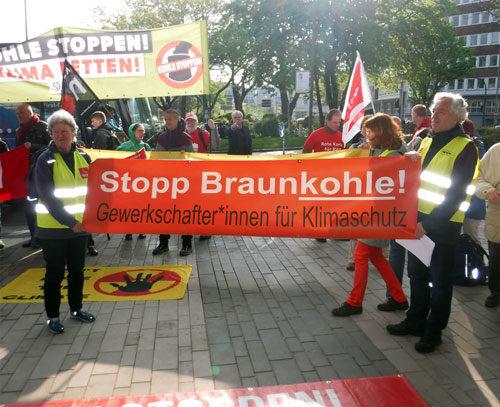 Protestaktion bei der Hauptversammlung von RWE am 26. April 2018 in Essen (Foto: Avanti²)