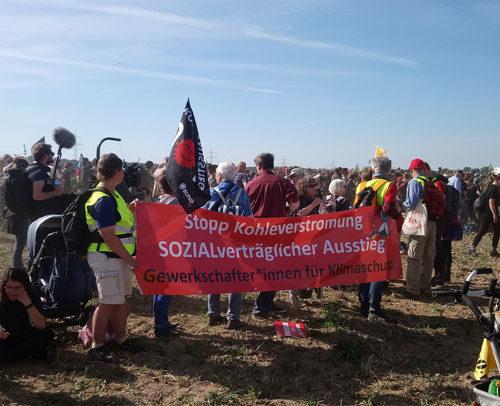 GewerkschafterInnen für Klimaschutz bei der Großdemo am 06. Oktober am Hambacher Forst (Foto: Avanti²)