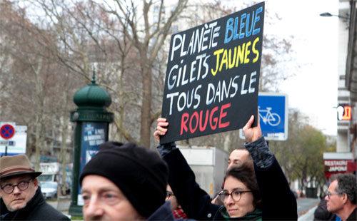 Blauer Planet, gelbe Westen, alles im roten Bereich. Umweltdemo in Paris, 8. Dezember 2018 (Foto: Photothèque Rouge - JMB)