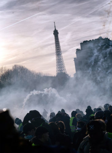 Eiffelturm hinter Tränengasnebel, 16. Februar 2019 (Foto: Copyright Photothèque Rouge Martin Noda.)