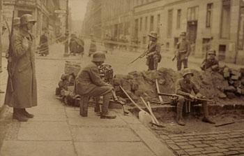 Freikorps Soldaten in Berlin, März 1919, Ansichtskarte (Abbildung: Privatarchiv)