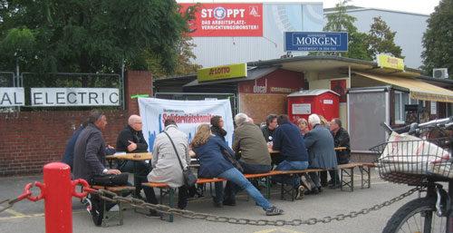 Treffen des überbetrieblichen Solidaritätskomitees vor dem GE-Werk in Mannheim, 06. Oktober 2016 (Foto: privat)