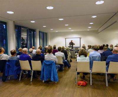 Voller Saal bei der Veranstaltung mit W. Wolf im Gewerkschaftshaus Mannheim, 26.09.19 (Foto: Privat)