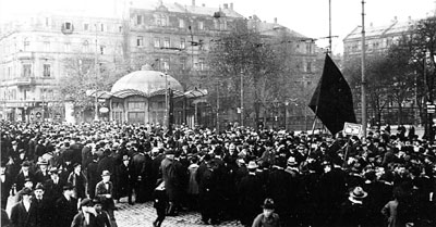 Revolutionäre Demonstration in Mannheim, November 1918 (Foto: Gemeinfrei)