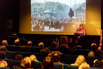 """Mia Lindemann bei der Veranstaltung """"Die Novemberrervolution vor 100 Jahren"""" in Mannheim, 09. November 2018 (Foto: KIM)"""
