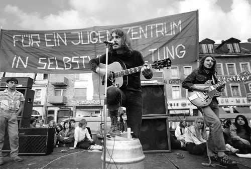 Bernd Köhler beim Solikonzert für das JUZ, Mannheim 1971 (Foto: Willi Hölzel)