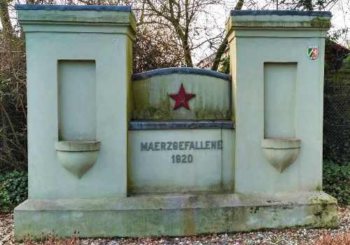Mahnmal für die Ermordeten der Roten Ruhrarmee in Duisburg-Walsum (Foto: Gemeinfrei))