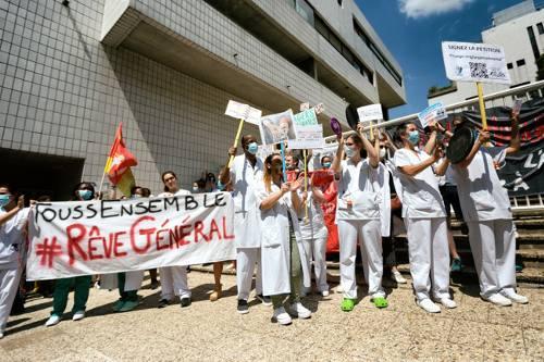 Protest von GesundheitsarbeiterInnen in Paris (Foto: Photothèque Rouge, Martin Noda, Hans Lucas)