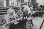 Nietarbeiten in einer Fabrik um 1920 (Foto: Privatarchiv)