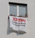 Transparent in der Neckarstädter Uhlandstraße (Foto. OST)