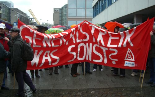 """Demo """"Wir zahlen nicht für Eure Krise!"""" in Frankfurt/Main,  28. März 2009 (Foto: BR Alstom Power)"""