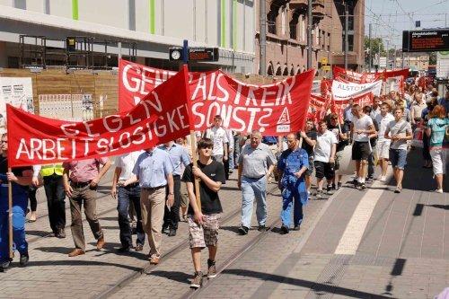 Protestaktion der Alstom-Belegschaft in Mannheim mit Generalstreik-Transparent, 30. Mai 2010. (Foto:  helmut-roos@web.de.)